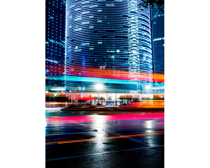 the light trails on the modern building background / Städte